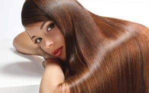 de longs et beaux cheveux