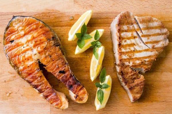poisson et viande grillés
