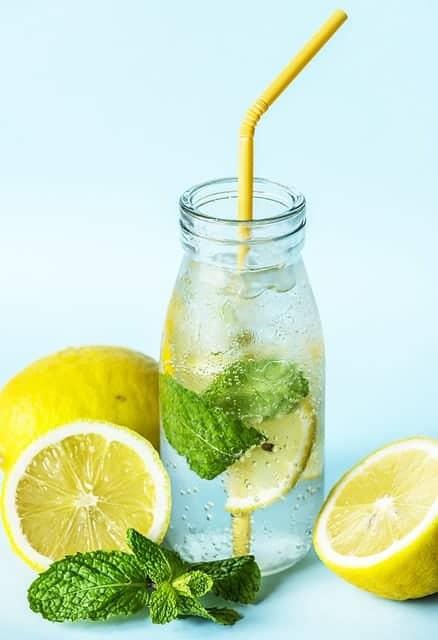 eau avec du citron
