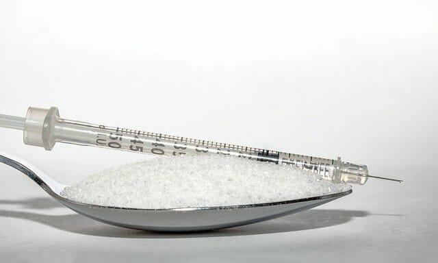 une cuillerée de sucre, une injection d'insuline