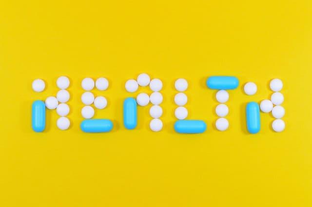 Une écriture saine composée de comprimés et de capsules
