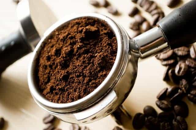 cuillerée de café moulu